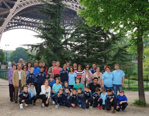 In Paris wurden die Brettener unter dem Eiffelturm von Vertretern der Partnerstadt Longjumeau empfangen.