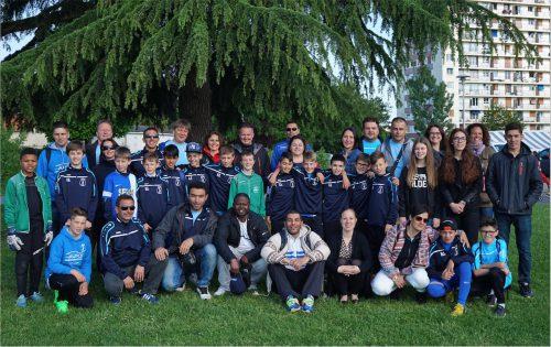 Foto: kri Die VfB Delegation mit den Jugendspielern, Trainern, Eltern und Geschwistern in Longjumeau