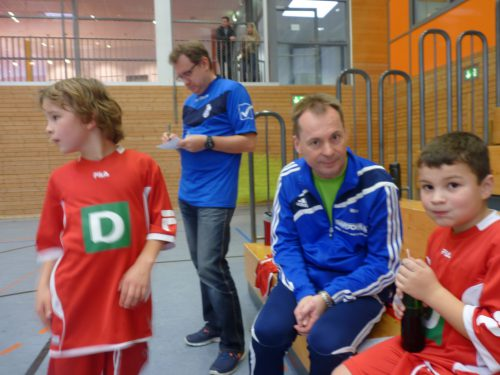 Betreuer Matthias Weber kümmert sich um zwei Schützlinge