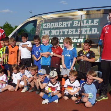 DFB Mobil begeistert VfB Bambini