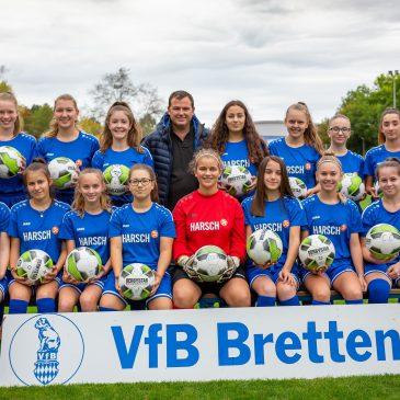 VfB B Juniorinnen freuen sich über Ballspende
