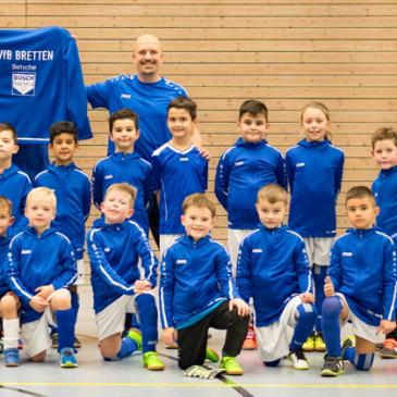 Betsche BOSCH Service spendet Trainingsjacken für die F3-Jugend des VfB Bretten